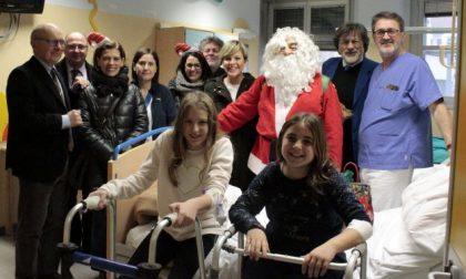 Babbo Natale e Mago Magicus in Pediatria
