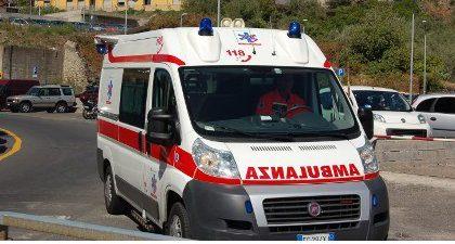 Incidente sulla A26: un uomo finisce al pronto soccorso
