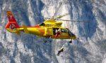 Escursionisti soccorsi in montagna, è polemica: sapete quanto costa un volo dell'elicottero?