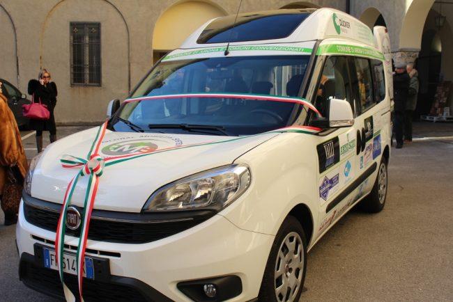 Nuovo mezzo per il trasporto disabili ad Arona