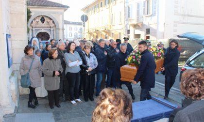 Addio al pittore Carlo Monti: ieri i funerali