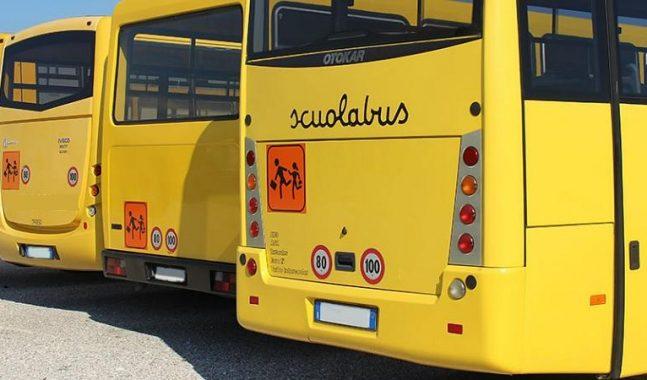 Guidava scuolabus ubriaco: a bordo 8 bambini