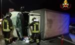 Castelletto camion si ribalta: autista morto