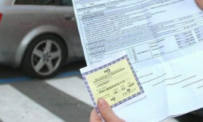 Falsa assicuratrice vende polizze auto farlocche: denunciata