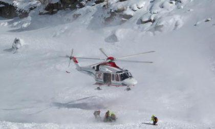 Valanga travolge scialpinisti: a rischio anche i soccorritori