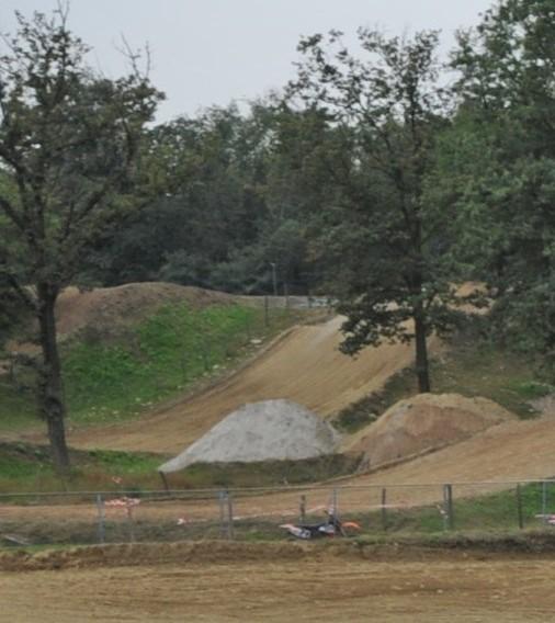 Cade in pista mentre fa motocross a Bellinzago Novarese: grave un 21enne