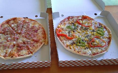Pizza da asporto: il cartone potrebbe essere velenoso. Indaga il Ministero
