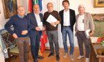 Giovanni Impastato a Borgomanero ha donato il suo libro al sindaco