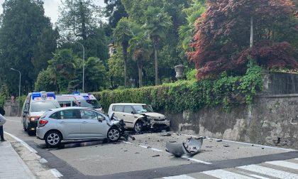 Incidente frontale a Meina: automobilisti incastrati