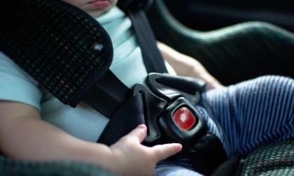 Nipotina in auto al caldo e il nonno va a giocare alle slot