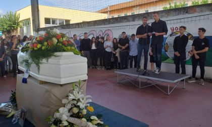Ai funerali di Yoan Leonardi anche i genitori del suo assassino – VIDEO