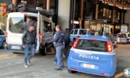 Tredici migranti stipati in un furgone: due arresti
