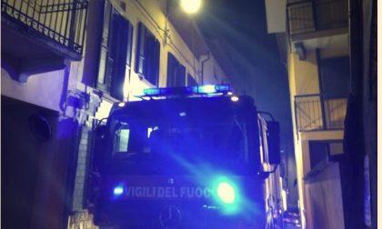 Cameri, fiamme in un'abitazione del centro