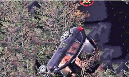 Pauroso volo di 7 metri in auto tra San Nazzaro Sesia e Biandrate