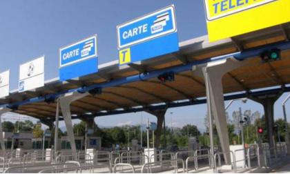 Sbaglia strada, inverte la marcia e fa l'autostrada in contromano: 2mila euro di multa