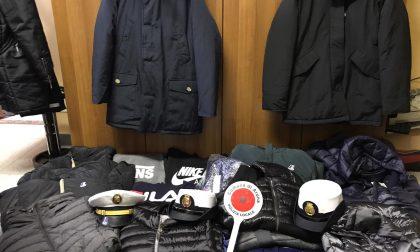 """Arona vende abbigliamento """"tarocco"""" al mercato: beccato dalla polizia locale"""