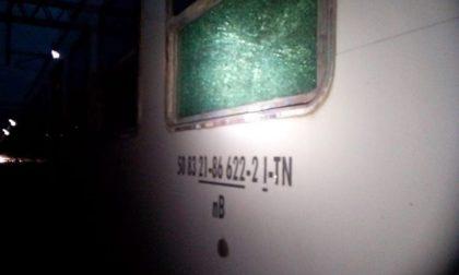 Stazione di Arona: nella notte vandalizzati due treni