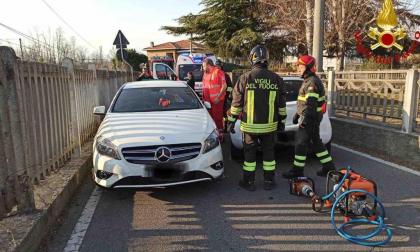 Incidente a Castelletto: donna incastrata nell'auto