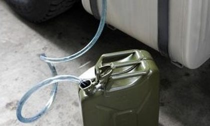Rubano il gasolio da un camion a Nibbiola: arrestati