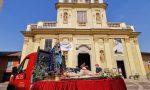 Statue sacre di Gesù e Maria in processione per le vie di Castelletto