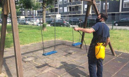 Novara volontari al lavoro per sanificare parchi e giochi GALLERY