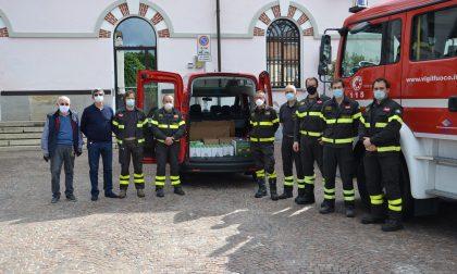 I vigili del fuoco di Borgomanero hanno donato generi alimentari all'emporio Borgosolidale
