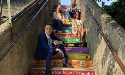 """Arona la scala della ferrovia diventa """"la scalinata dei libri"""""""