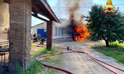 Paura a Casalino: in fiamme un serbatoio di gasolio