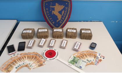 Stradale di Novara ferma auto sospetta: a bordo oltre 3 kg di hashish