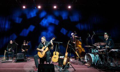 Per Un paese a sei corde a Baveno stasera arriva l'Orchestra Immaginaria