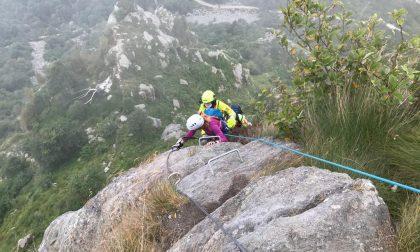 Donna bloccata in montagna su una ferrata salvata sopra Oropa