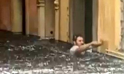 L'odontotecnico con l'acqua fino al collo dopo la bomba d'acqua a Verona