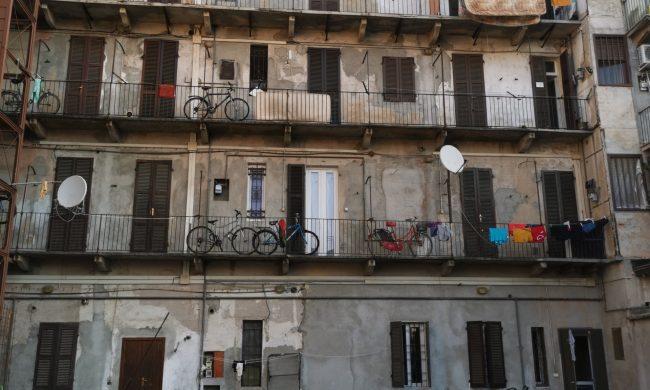 Novara controllato stabile in corso Milano: 38 persone identificate