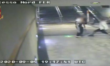 Agghiacciante tentato omicidio con una roncola alla stazione della metro | VIDEO