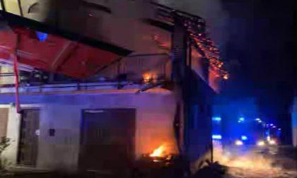 Va a fuoco un tetto a Oleggio: intervengono i pompieri