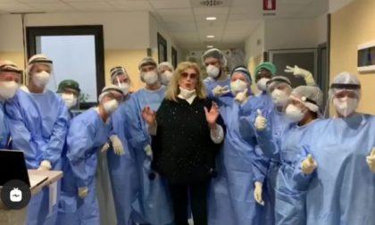 """Iva Zanicchi sconfigge il Covid: """"Grazie medici"""""""