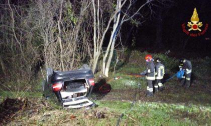 Arona incidente in via Belvedere: auto ribaltata