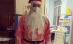 """Infermiere in corsia al Maggiore vestito da Babbo Natale: """"Anche il sorriso è contagioso"""""""