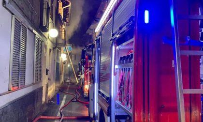 La casa va a fuoco: a Trecate una catena di solidarietà per la mamma e il suo bambino