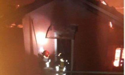 Un'intera abitazione a fuoco a Gignese: intervengono i pompieri