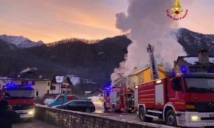 Devastante incendio in Valsesia: case evacuate a Scopa