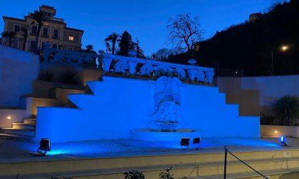 Nel giorno della Memoria Arona si illumina di blu