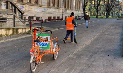 Novara pulizia delle scuole in.. triciclo