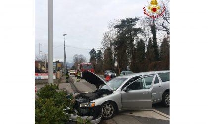 Dormelletto auto si schianta sul Sempione