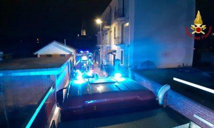 Appartamento a fuoco a Novara: inquilina salvata dai vicini