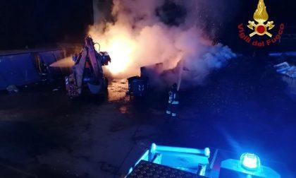 Incendio alla piattaforma ecologica di Borgomanero