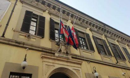 Bandiere a mezz'asta a Palazzo Cabrino per l'Ambasciatore e il carabiniere uccisi in Congo