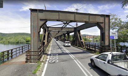 """Allarme per il ponte a Castelletto: """"Non è sicuro per i motociclisti"""""""