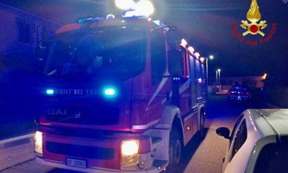 Cade da una massicciata a Varallo Pombia, soccorso dai pompieri