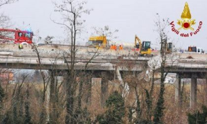 Cantiere sull'autostrada: cede un'impalcatura e due operai precipitano